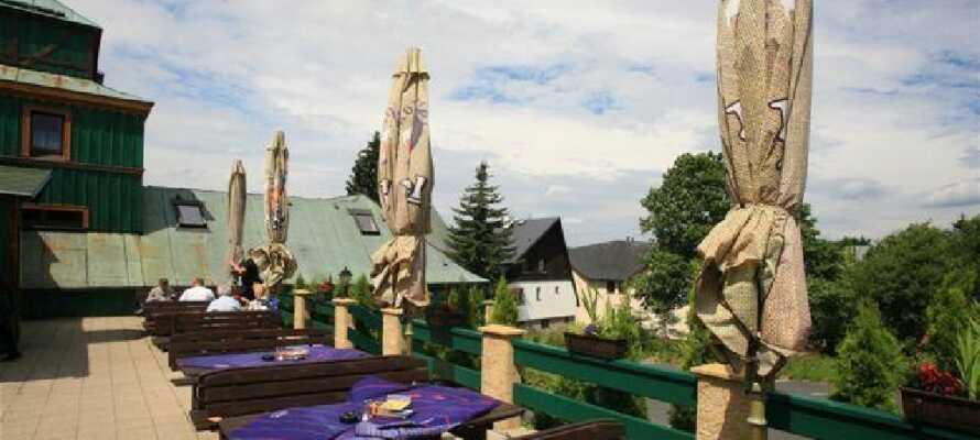 Hotellet har en unik beliggenhet i de naturskjønne Bøhmiske fjellene.