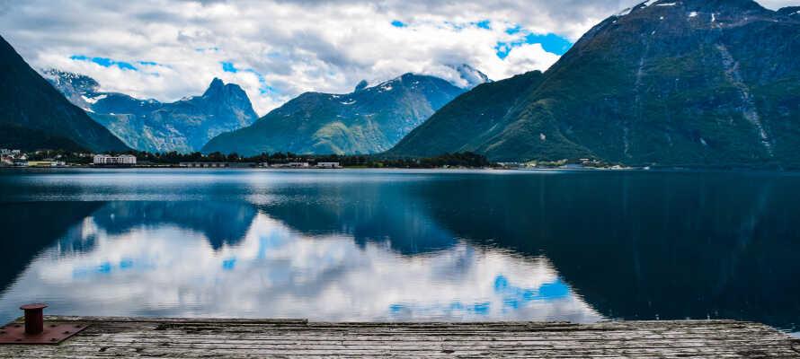 Molde er ofte forbundet med jazz, roser, fodbold og panoramaudsigt. Besøg øerne omkring Møre og Romsdal.