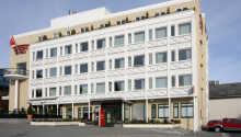 Das Thon Hotel Moldefjord ist ein modernes Hotel im Herzen von Torgata, einer Einkaufsmeile im Stadtzentrum von Molde.  Es liegt direkt neben dem Storkaia, wo die Hurtigruten-Fähre Tag hält.