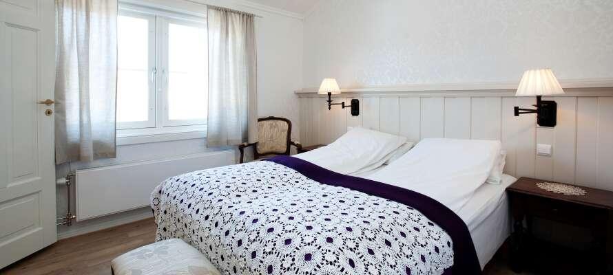 Hotellets værelser er alle individuelt indrettet og dekoreret med inspiration i Røros' natur, kultur og historie