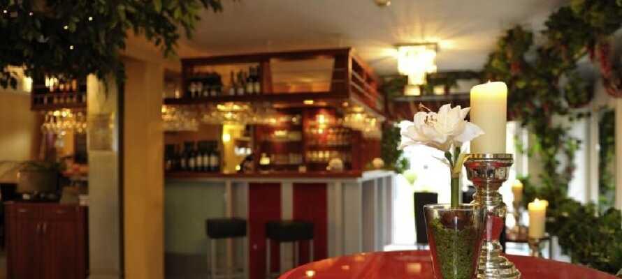 Hotellet har en god restaurant med tilhørende bar, hvor I kan nyde en drink om aftenen.