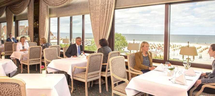 Café Über den Wolken erbjuder kaffe och kaka i sällskap med en oslagbar utsikt från 35:e våningen