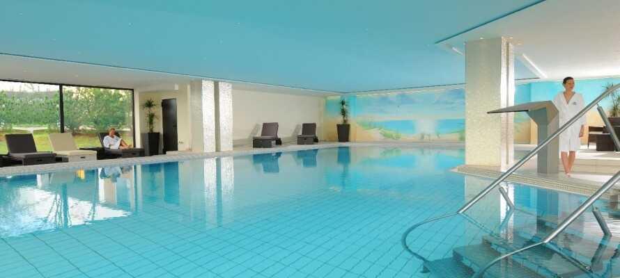 Hotellet har en 1.100 m² velvære-avdeling hvor dere kan slappe av med svømmebasseng, badstue, spabad og mye annet
