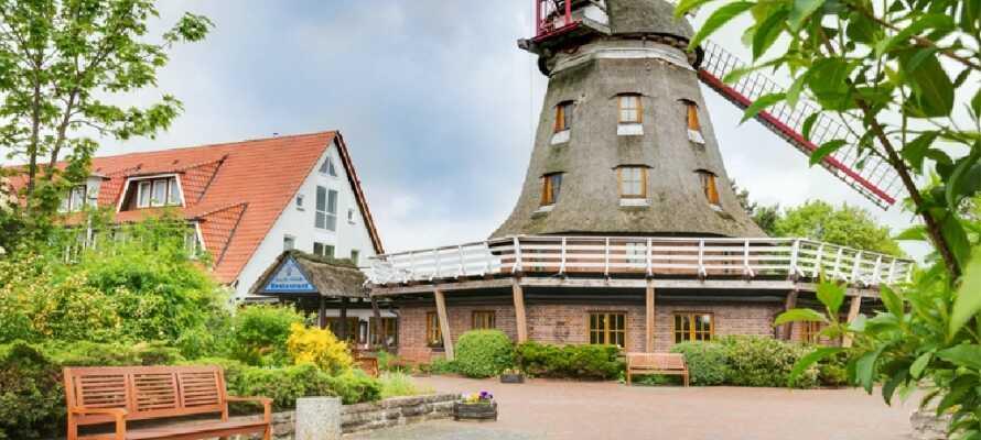 Hotellets tillhörande väderkvarn sätter prägel på hotellområdet och utgör lokal för hotellets vackra restaurang.