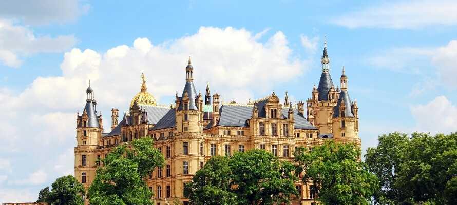 Det imponerende slot i Schwerin anses for at være én af romantikkens smukkeste og mest betydningsfulde bygninger i Nordeuropa.