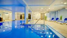 Hotellet har sitt eget oppvarmede innendørs svømmebasseng