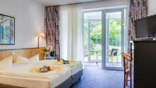Hotellets lyse rom har enten adgang til vinterhage eller balkong