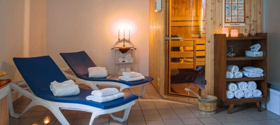 Der er lagt op til ro, afslapning og velvære i hotellets lille wellnessafdeling.