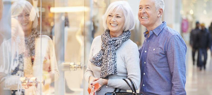 Kjør en tur til Ringkøbing, hvor det er gode shoppingmuligheter og hyggelige kaféer, som byr på velsmakende lunsjanretninger