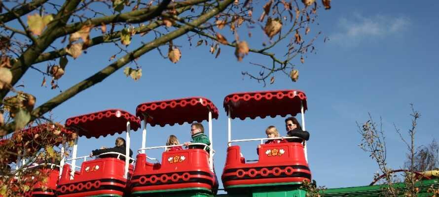 Om dere har barn med på ferie, må dere ta turen innom Legoland i Billund.