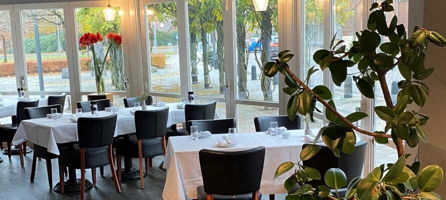 Das Restaurant im Hotel Dalgas serviert moderne, inspirierende Gerichte mit Schwerpunkt auf Ökologie, Qualität und dänischen Zutaten aus der Region.