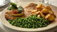 Ät god dansk husmanskost i den mysiga restaurangen