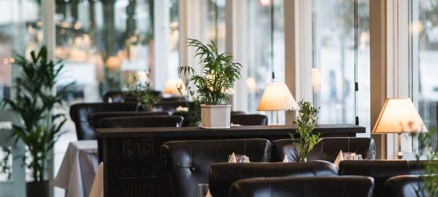 Spis godt i den lyse og varme restaurant som byder på masser af lækkerier fra det dansk/franske køkken.