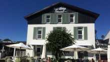 Hotel Gilleleje Strand har en pragtfuld placering midt på byens torv