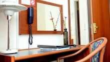 Alla rum har eget badrum, telefon och TV
