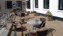 Nyd en forfriskning på terrassen