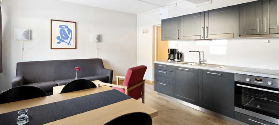 Her bor I i lyse og rummelige lejligheder med hjemlig hygge, gode faciliteter og plads til op til 8 personer