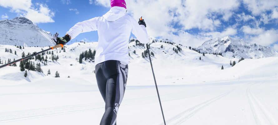 Es gibt in der Gegend gute Langlaufspuren, so dass Sie daran denken sollten, sich von zu Hause die richtige Ausrüstung mitzunehmen, um Ihren Körper warm zu halten.