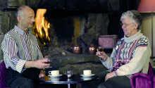 Njut av en kopp kaffe eller svalkande dryck med ressällskapet.