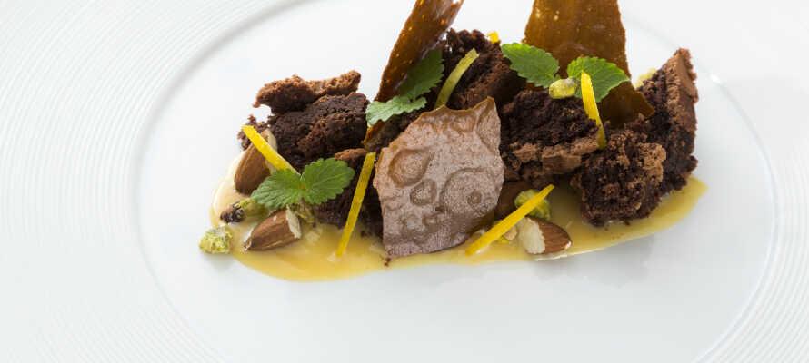 På Filskov Kro lages maten fra bunnen av; laksen er hjemmerøkt, krydderurtene er hjemmedyrket og det legges vekt på kvalitet