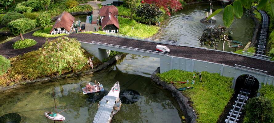 Ta familien med på en tur i den herlige fornøyelsesparken, Legoland, som er bygget opp rundt de berømte klossene