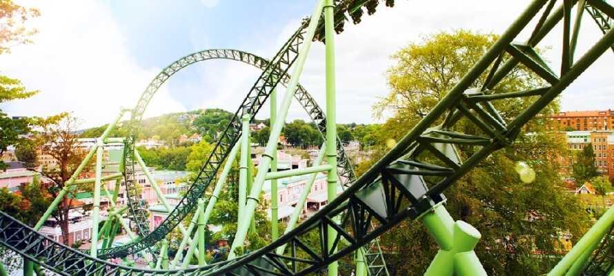 Liseberg är Nordens största nöjespark och har  både berg och dalbanor och vackra parkområden.