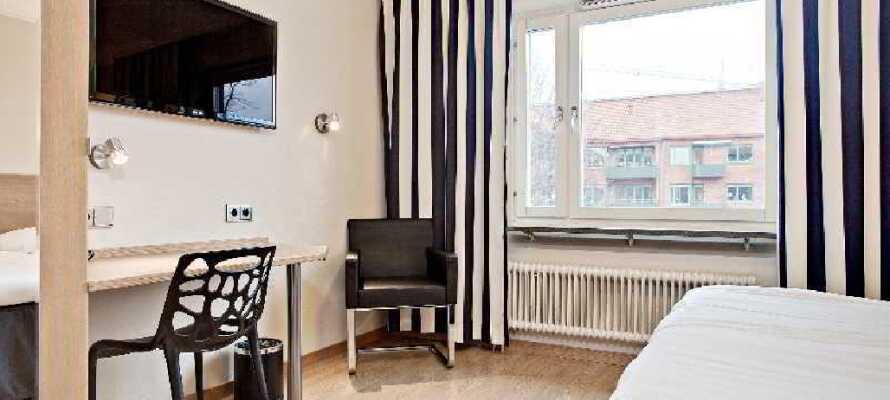 I vil hurtigt føle Jer godt tilpas på ét af hotellets 50 hyggelige og moderne indrettede værelser.