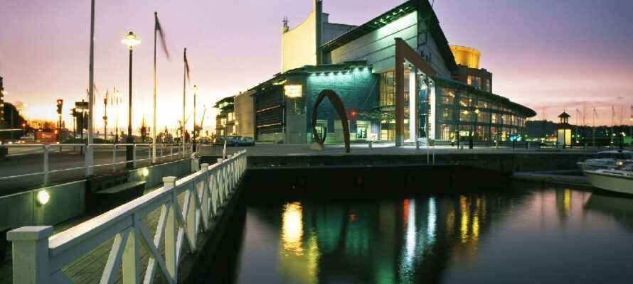 Opplev Göteborgs mange, flotte steder. Byen skilter med en vakker botanisk hage og sitt eget operahus, blant annet.