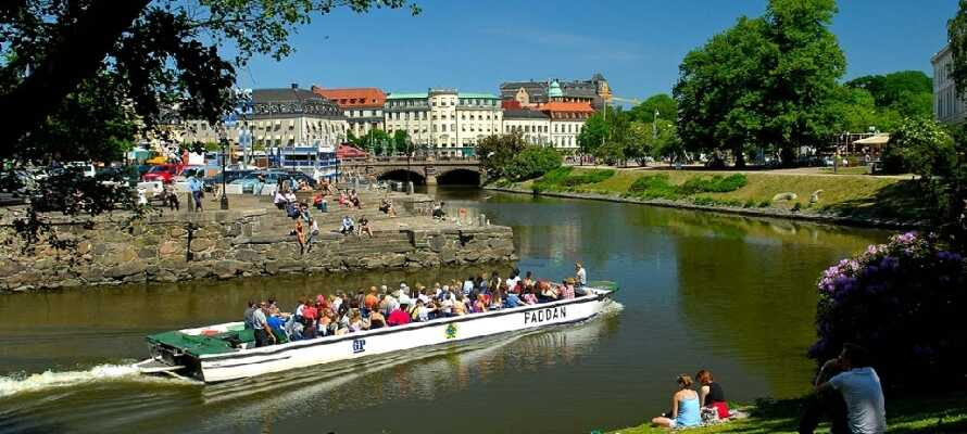 Dra på tur langs elva med Paddan-båten. Se Göteborg fra elva.
