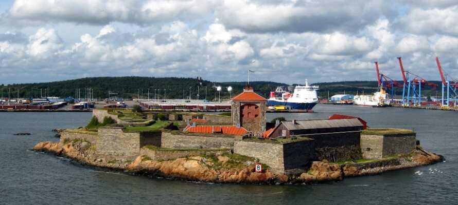Nya Ävlsborgs Fästning er en meget populær destination, og kan nås med en hyggelig bådtur fra Lilla Bommen.