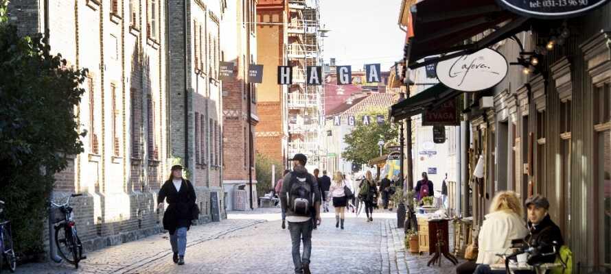 Hotellet ligger blot få hundrede meter fra det charmerende shoppingdistrikt, Haga, i den gamle bydel.