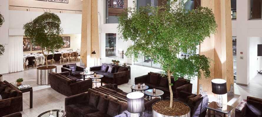 Hotellets restaurant er indrettet i den elegante designerlobby, og serverer udsøgte aftenmåltider i stilfulde omgivelser.