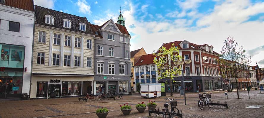 Udforsk Horsens by med herlig shopping og sightseeing, cafébesøg og hyggelige slentreture.