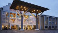 Hotellet ligger i naturskønne omgivelser ved Nørrestrand, i Horsens.