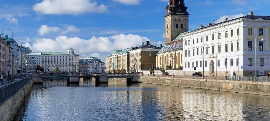 Åk till räkmackestaden Göteborg och bo centralt med tillgång till restauranger, shopping och nöjen.
