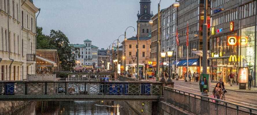 Tag en dagstur til Göteborg og oplev de hyggelige butikker, gader og kanaler.