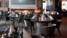 Hotellets restaurang, Maritimus, har ett fantastiskt läge med bara tio meter till vattenbrynet