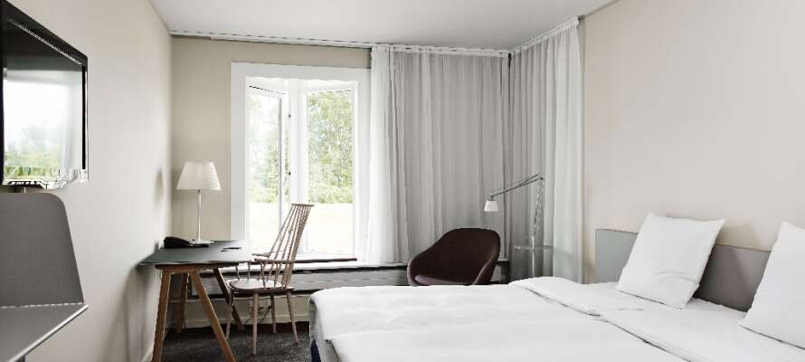 Alla rum är bekvämt inredda och det är lätt att trivas i hotellets mysiga miljöer.