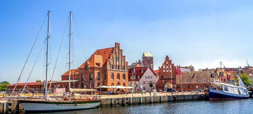 Missa inte att promenera runt i den vackra hamn- och handelsstaden Wismar, som är upptagen på UNESCO:s världsarvslista.
