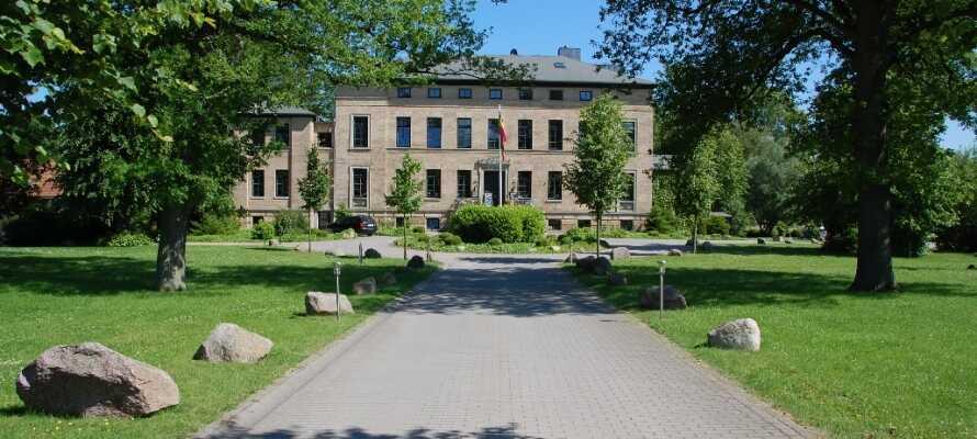 Den gamle herregård, Gutshaus Redewisch, ligger i skønne omgivelser lidt udenfor Boltenhagen.