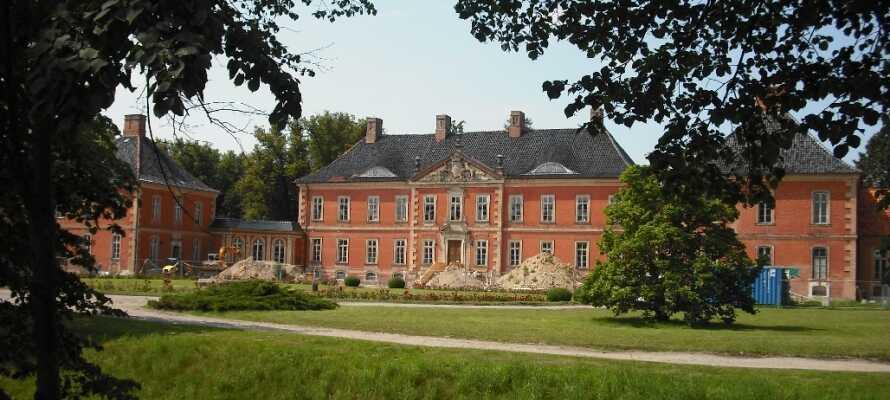 Utforska närområdet och besök det vackra slottet, Schloss Bothmer.