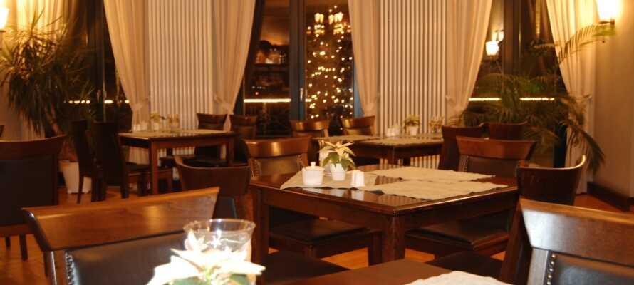 Restauranten emmer også af herregård, hvor der serveres god mad både morgen og aften.