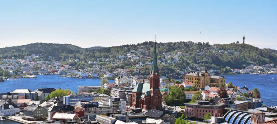 Hotellet ligger i Arendal by på den smukke sydkyst imellem Grimstad og Tvedestrand. Her venter Norges smukkeste skærgård.