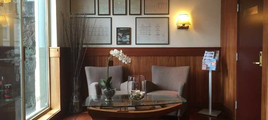 Hotellet blev etableret i 1880erne. Dele af hotellet er nyrenoveret og fremstår flot med en skøn maritim stemning.