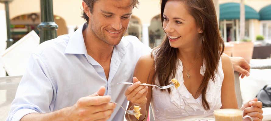 Arendal bietet eine Fülle von Sehenswürdigkeiten, Geschäften, Restaurants und Cafés, wo Sie zusammen gemütliche Stunden verbringen können.