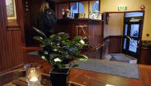 Hotellet har en hyggelig og varm atmosfære.