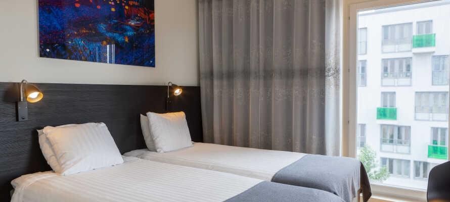 Få en god natts søvn på hotellets lyse og moderne rom, slik at dere er klar til en ny og spennende dag fylt med opplevelser.