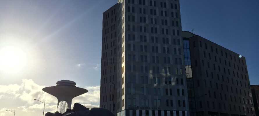 Das Best Western Hotel Malmö Arena befindet sich in einer ruhigen Gegend am Stadtrand von Malmö. Das Zentrum ist mit den öffentlichen Verkehrsmitteln in nur 3 Minuten erreichbar.