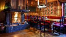 Hotellet bjuder på en härlig och varm atmosfär med en rustik och romantisk inredning.