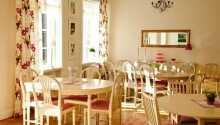 Hotellpakken inkluderer både frokost og middag, samt kaffe og te.